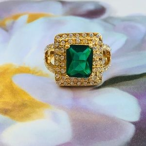 18k yellow gold ring emerald diamond halo